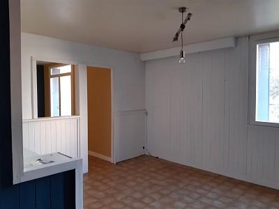 APPARTEMENT T4 A LOUER - VENISSIEUX - 73,24 m2 - 830 € charges comprises par mois