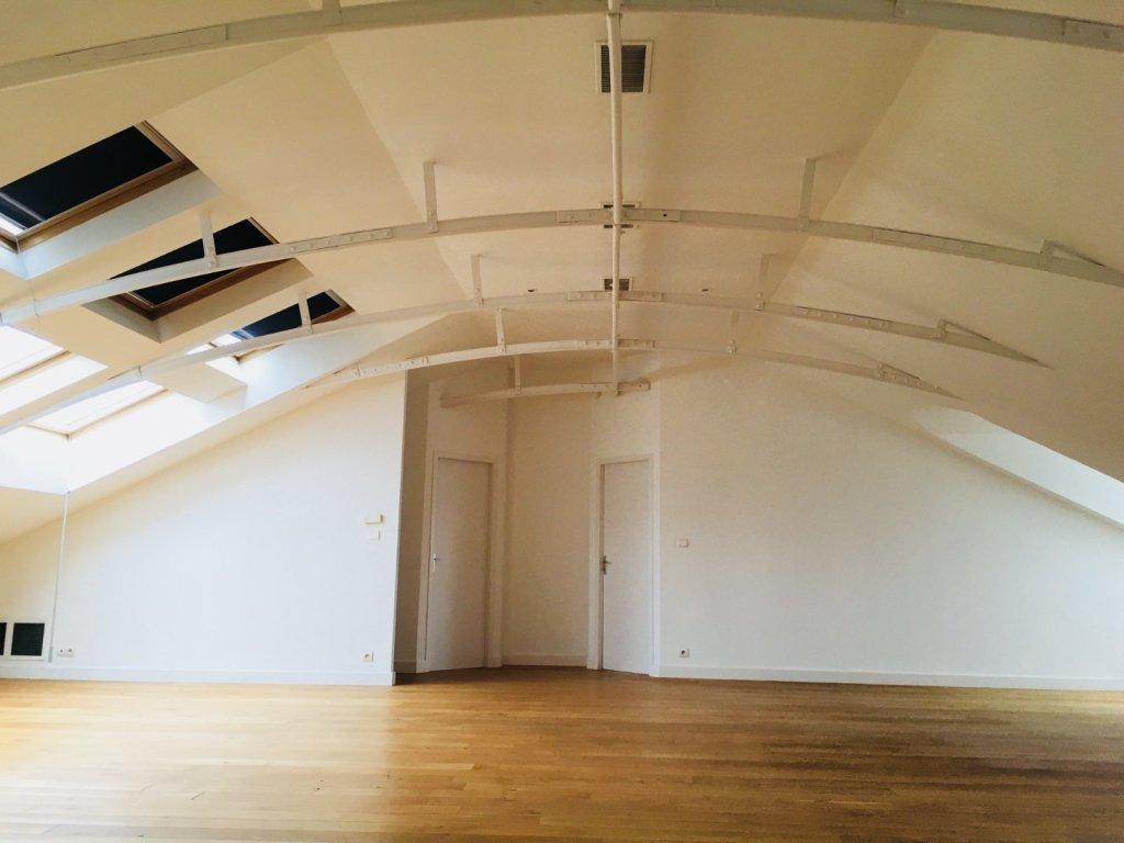 Appartement t5 lyon 6eme arrondissement162 02 m2 lou for Surface atypique lyon