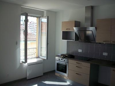 APPARTEMENT T2 A LOUER - PIERRE BENITE - 35,29 m2 - 557 € charges comprises par mois