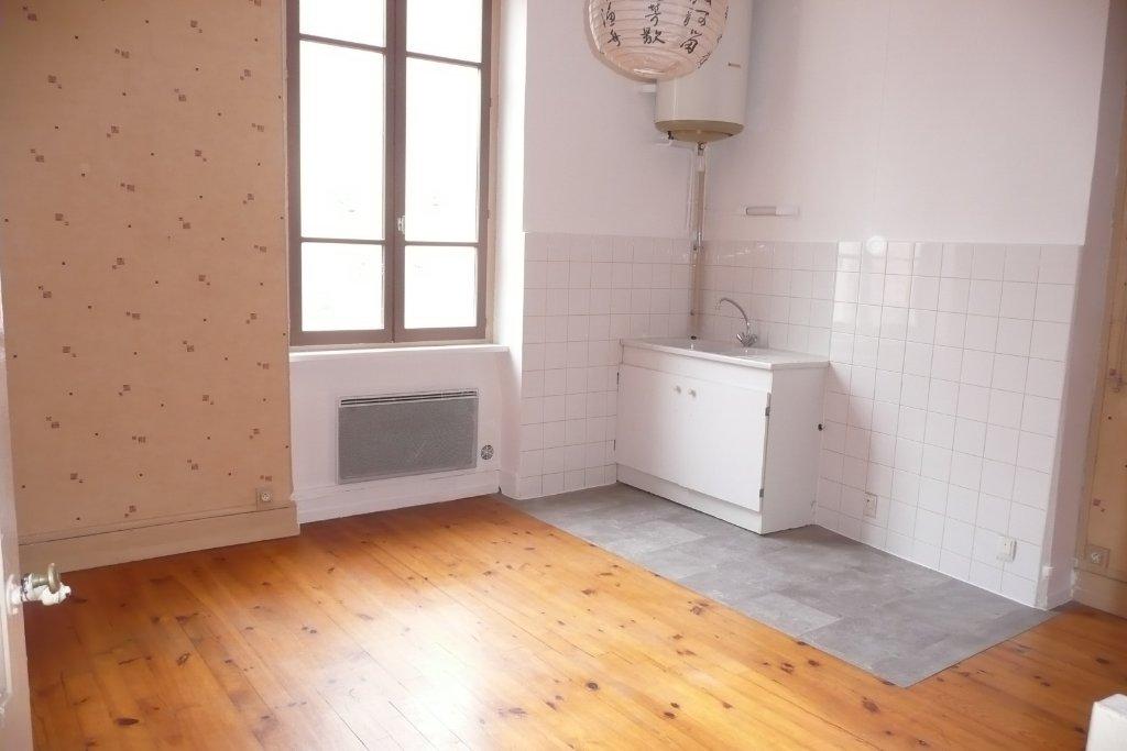 appartement t1 a louer lyon 3eme arrondissement25 m2 455 charges comprises par mois. Black Bedroom Furniture Sets. Home Design Ideas
