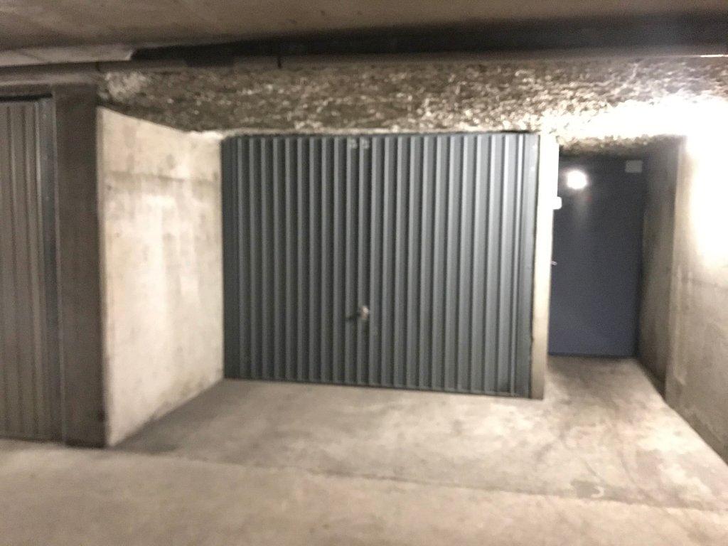 GARAGE A LOUER - LYON 6EME ARRONDISSEMENT - 11 m2 - 90 € charges comprises par mois