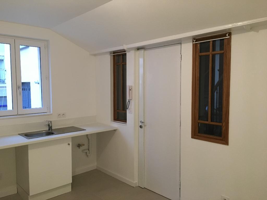 STUDIO A LOUER - LYON 2EME ARRONDISSEMENT - 13,48 m2 - 360 € charges comprises par mois