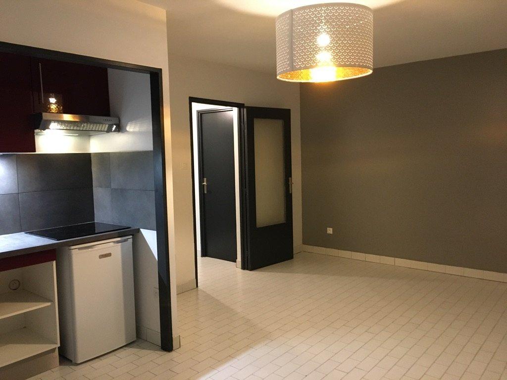 STUDIO A LOUER - VILLEURBANNE - 31,19 m2 - 600 € charges comprises par mois