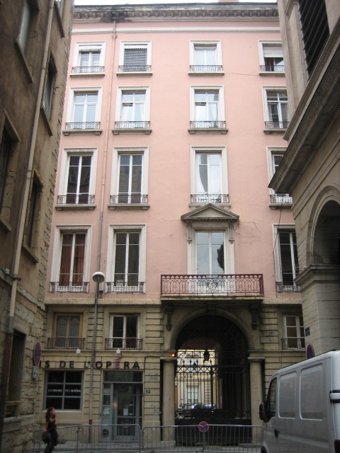 APPARTEMENT T1 A LOUER - LYON 1ER ARRONDISSEMENT HOTEL DE VILLE - 20,76 m2 - 485 € charges comprises par mois