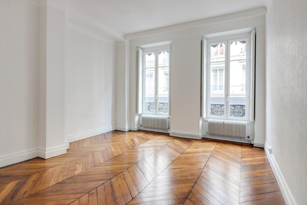 APPARTEMENT T3 A LOUER - LYON 2EME ARRONDISSEMENT - 84,11 m2 - 1380 € charges comprises par mois