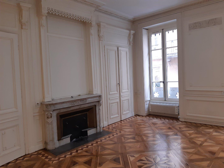 APPARTEMENT T3 A LOUER - LYON 2EME ARRONDISSEMENT - 109,19 m2 - 1350 € charges comprises par mois