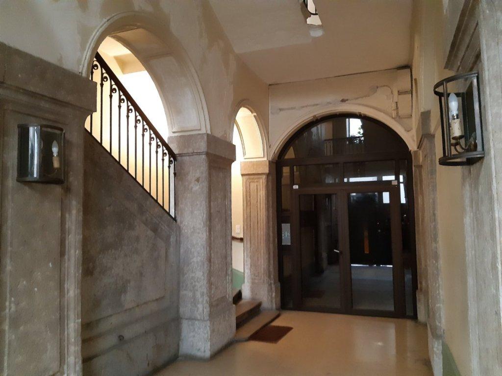 APPARTEMENT T3 A LOUER - LYON 2EME ARRONDISSEMENT - 89,59 m2 - 1085 € charges comprises par mois