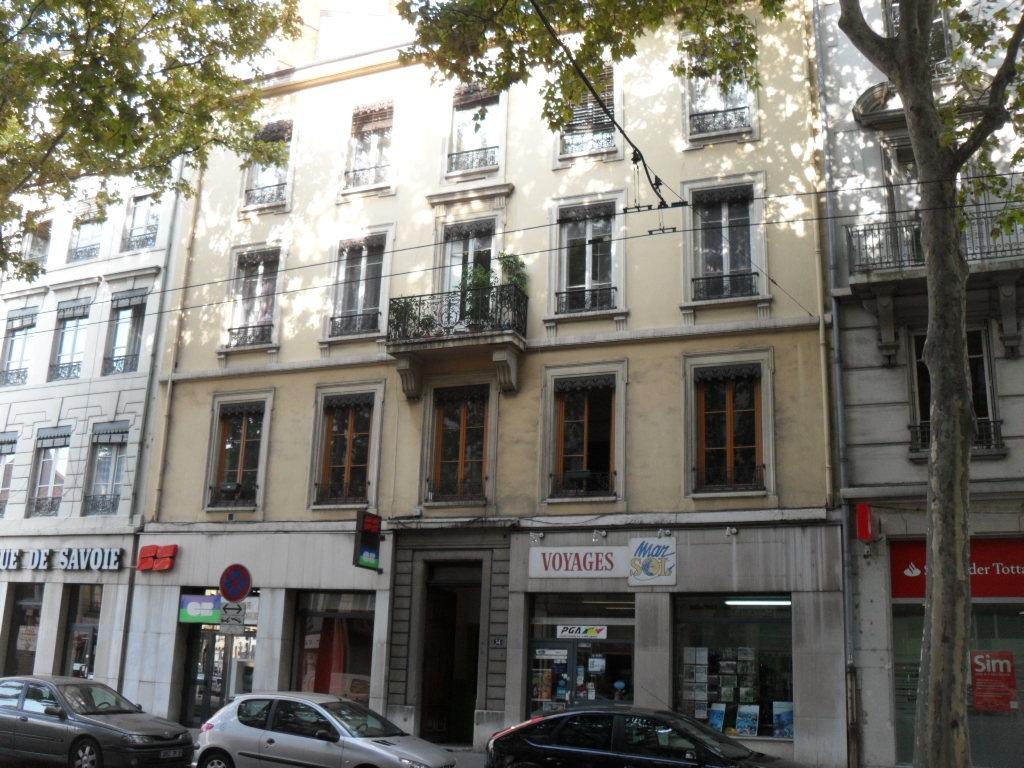 APPARTEMENT T3 A LOUER - LYON 7EME ARRONDISSEMENT - 69,22 m2 - 790 € charges comprises par mois