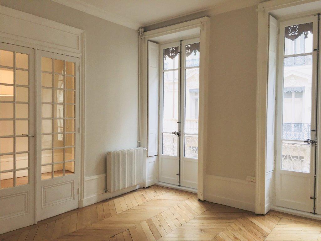 APPARTEMENT T4 A LOUER - LYON 2EME ARRONDISSEMENT BELLECOUR - 95,21 m2 - 1675 € charges comprises par mois