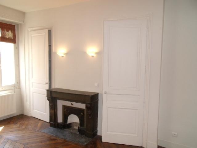 APPARTEMENT T4 A LOUER - LYON 6EME ARRONDISSEMENT - 110,56 m2 - 1755 € charges comprises par mois