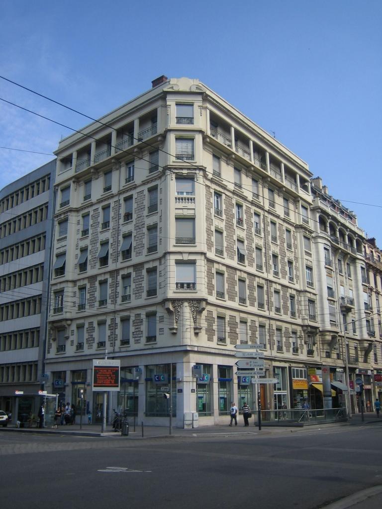APPARTEMENT T4 A LOUER - LYON 7EME ARRONDISSEMENT - 110,27 m2 - 1263 € charges comprises par mois